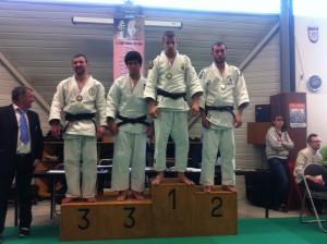 podium-loris-300x224